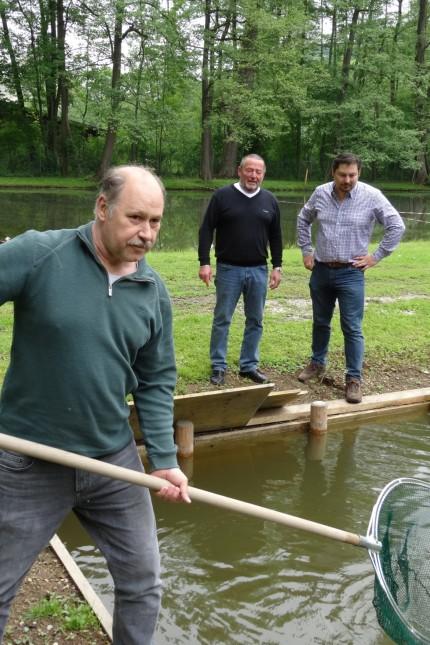 SZ-Serie: Fischereiaufseher Jürgen Pfeifer, Vizevorsitzender Horst Frisch und Vorsitzender Thomas Schiffler (von links).