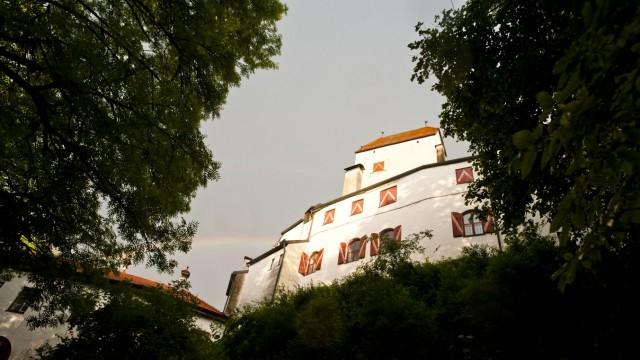 Schloss Elkofen bei Grafing: Immer noch ein imposantes Gebäude.