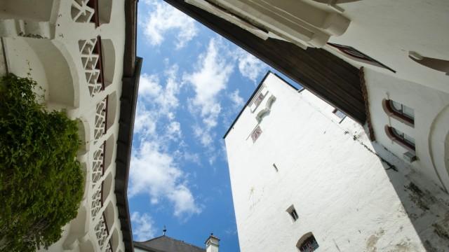 Schloss Elkofen bei Grafing: (c)HR Archivnr: 15hr0527_08 / 01.06.2015 / Unterelkofen, Schloßserie, Schloss Unterelkofen. hier: zweiter Innenhof