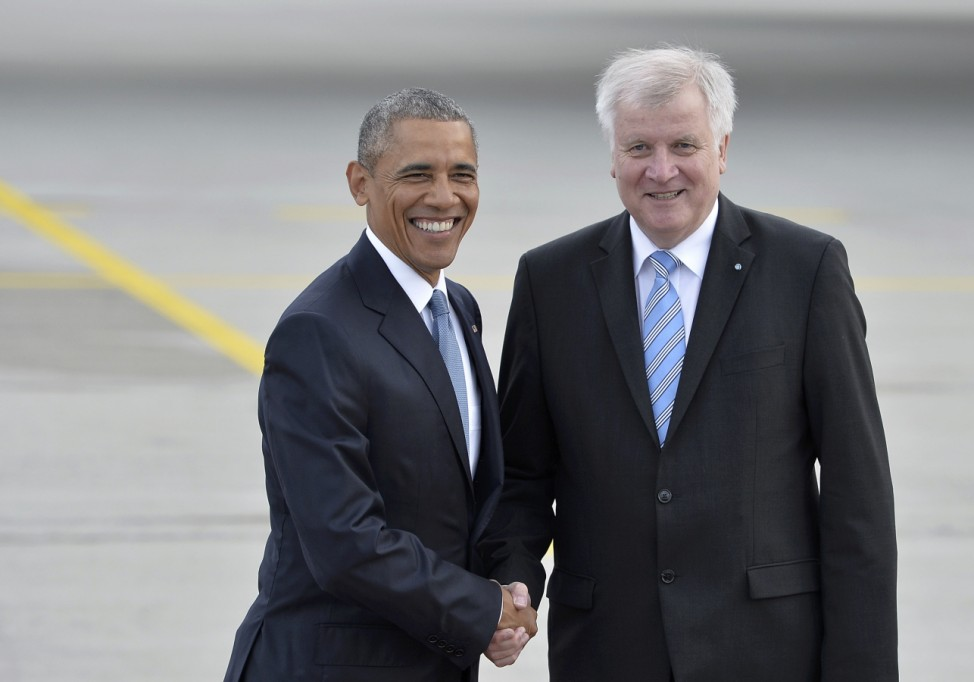 U.S. President Obama and Bavarian State Premier Seehofer shake hands during a welcoming ceremony in Munich airport