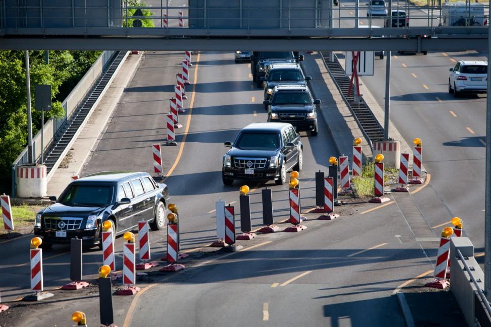 Ankunft der G7-Staats- und Regierungschefs in München, bei der Fahrt durch München. Hier vermutlich der Tross von Barack Obama. Fotografiert von der Fußgängerbrücke, die beide Teile des Westparks über den Mittleren Ring (Garmischer Str.) verbindet.