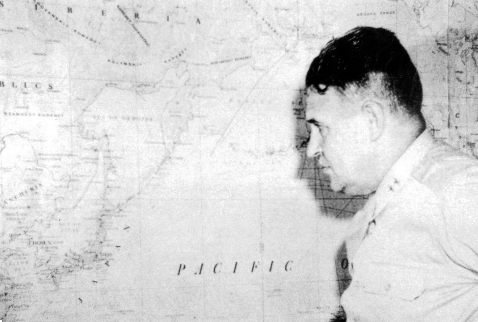 General Leslie R. Groves, 1945,Hiroshima nach dem Atombombenabwurf, 1945 !!!Achtung, nur in einer reinen SZ-Photo-Biga in Zusammenhang mit dem 70. Jahrestag der Atombombenabwürfe über Japan zu verwenden!!!