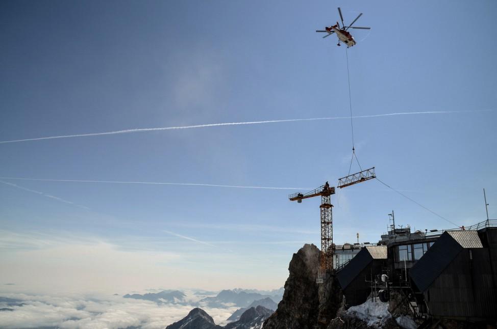Baukran überragt Zugspitzgipfel um 13 Meter