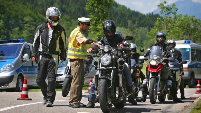 Vor dem G7-Gipfel  - Verkehrskontrolle
