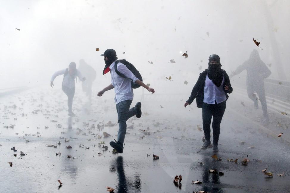 Education demonstration in Santiago