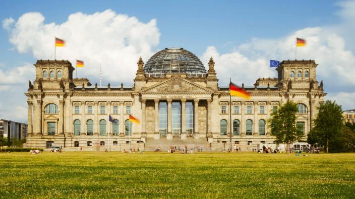 Germany Berlin Berlin Tiergarten Reichstag building PUBLICATIONxINxGERxSUIxAUTxHUNxONLY KRPF00112