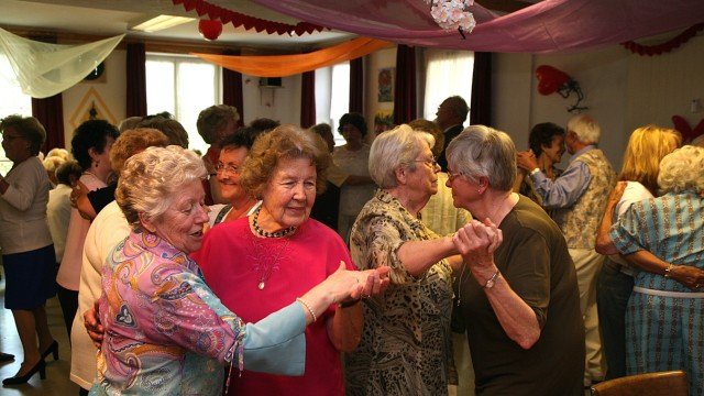 Karlsfeld: Ein historisches Foto aus dem Jahr 2007: Der Seniorenclub der Arbeiterwohlfahrt feierte sein 40-jähriges Bestehen.