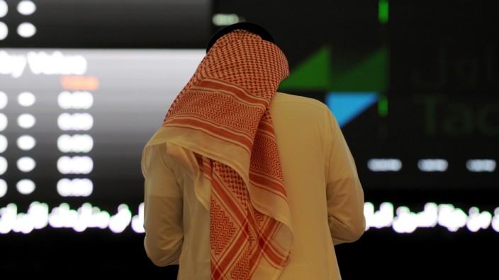 Ölpreis: Ein saudischer Investor an der Börse in Riad