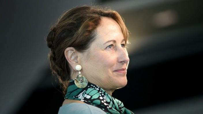 """Französische Umweltministerin: """"Sie müssen andere Rohstoffe verwenden"""", sagt Ségolène Royal an Ferrero gerichtet."""