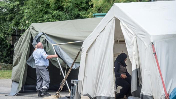 Zelte für Flüchtlinge in Erstaufnahmeeinrichtung Deggendorf