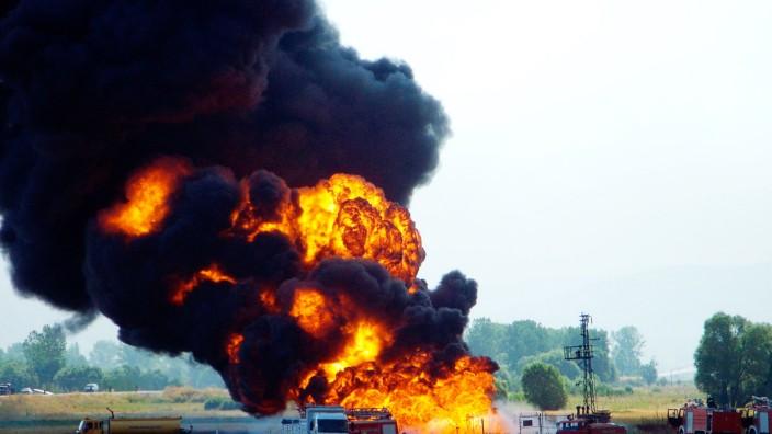 Firemen struggle to extinguish fire at BTC pipeline near eastern Turkish city of Erzincan