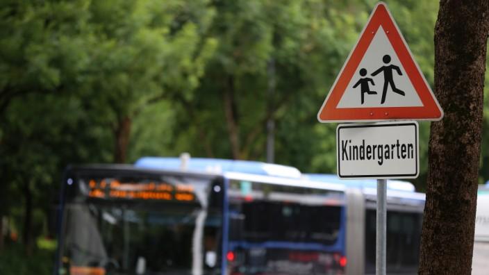 Prozess: Im Juli 2013 ist eine Zehnjährige vor einen Bus der Linie 52 gelaufen.