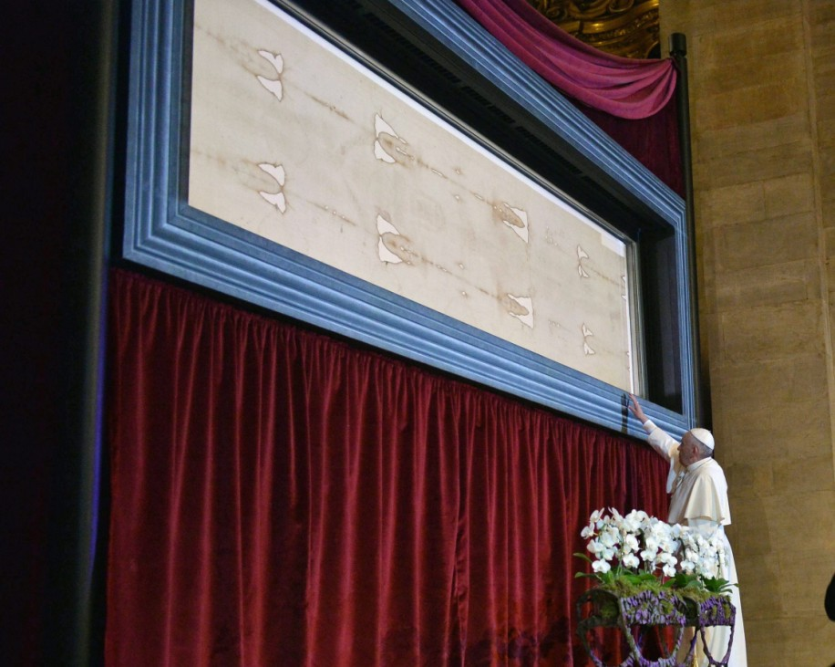 Pope Francis visits Holy Shroud in Turin