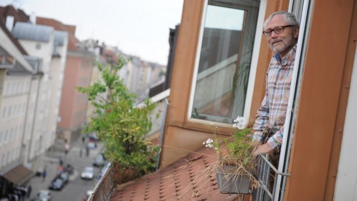 Mitten drin: Werner Stadler möchte um nichts in der Welt aus seiner Wohnung an der Schellingstraße ausziehen.