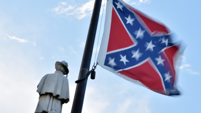 Confederate flag must go from South Carolina capitol: governor