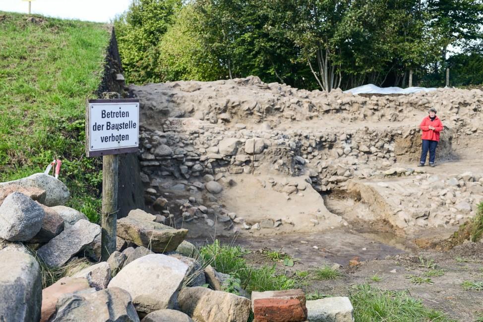 Teilstücke des Verteidigungswalls Danewerk der Ausgrabungsstätte bei Dannewerk (Schleswig-Holstein).