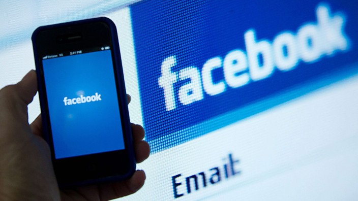 Facebook launches private photo sharing for friends