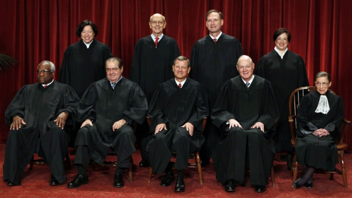 John Roberts (Mitte) bei einem Gruppenfoto der Obersten Bundesrichter der USA.
