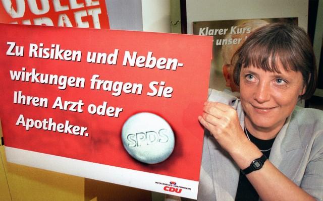 Angela Merkel mit CDU-Wahlplakat, 1998