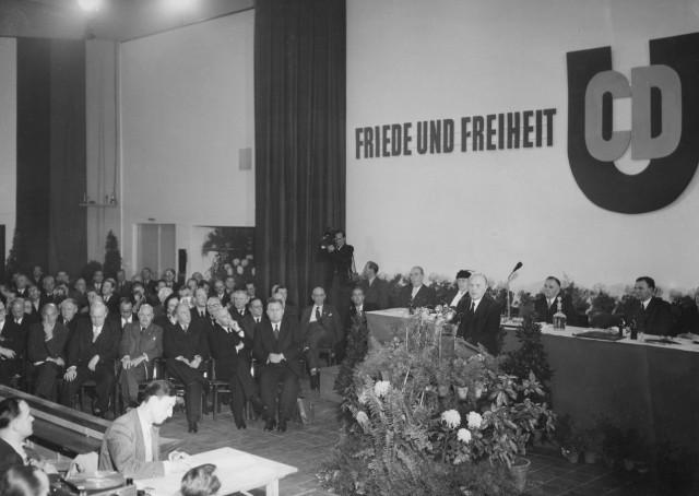 Konrad Adenauer auf dem Bundesparteitag der CDU, 1952