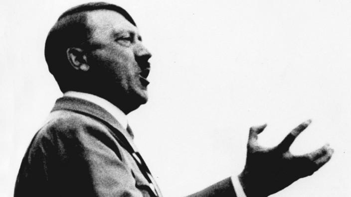 Adolf Hitler bei einer Rede, 1934