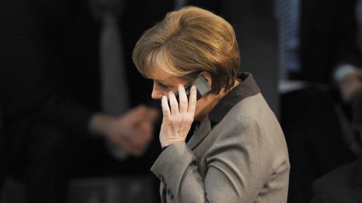 Angela Merkel telefoniert