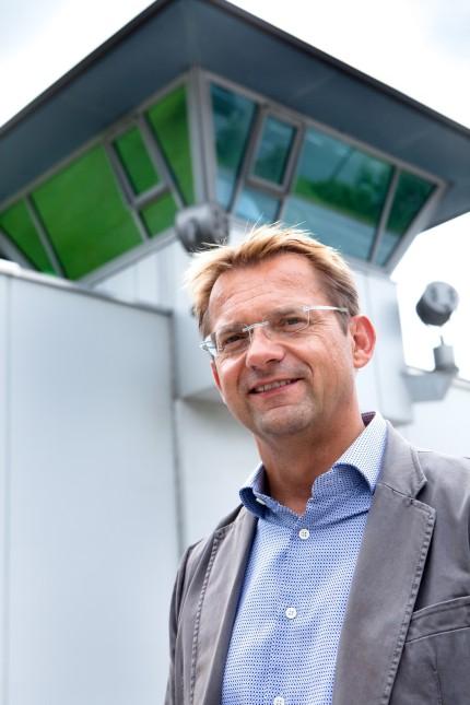 Günter Kopietz, Stifter vor dem Gefängnis Stadelheim