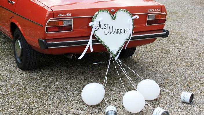 Blumenbouquet und Brez'n - Deko-Trends fürs Hochzeitsauto