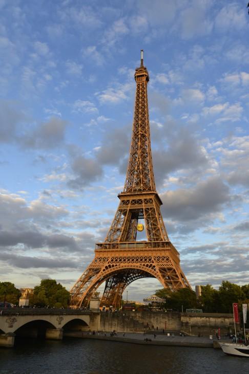 534885735; Eiffel Tower