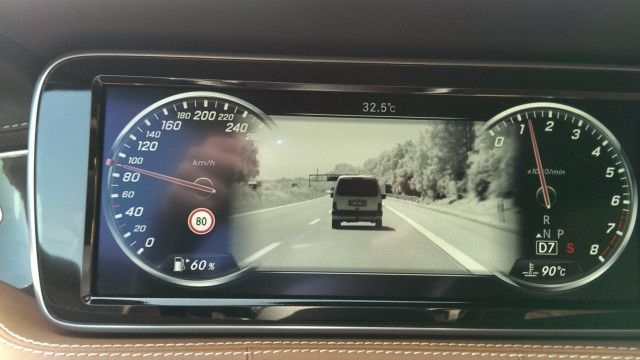 Nachtsichtkamera-Display im Mercedes S500 Coupé