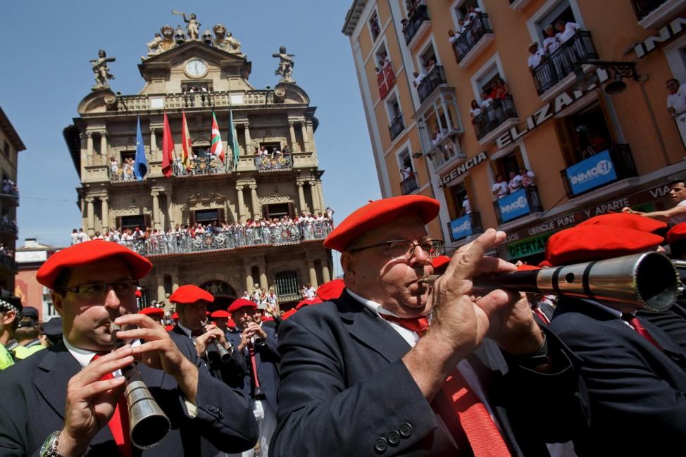 Parade bei der Eröffnungsfeier der Sanfermines in Pamplona