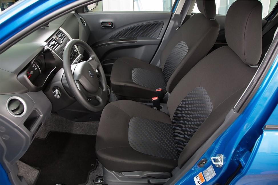 Die Vordersitze des Suzuki Celerio.