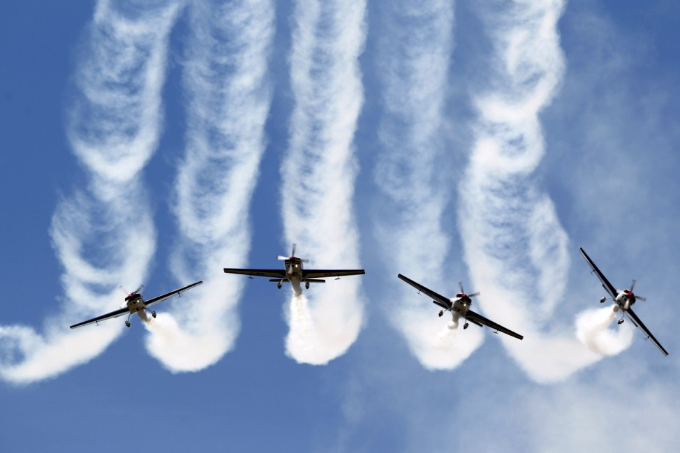 Pilots of the Chilean Air Force Halcones (Hawks) aerobatic unit perform in their Extra 300L aircraft during the F-Air Colombia 2015 air festival in Rionegro