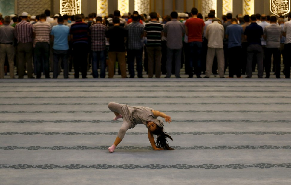 Wider Image: Rituals of Ramadan