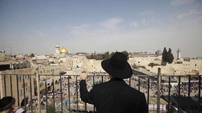 """Israel: """"Geltungsrahmen von 3000 Jahren"""": Die Klagemauer (unten) wie die Al-Aksa-Moschee (hinten) liegen im völkerrechtlich strittigen Teil der Stadt."""