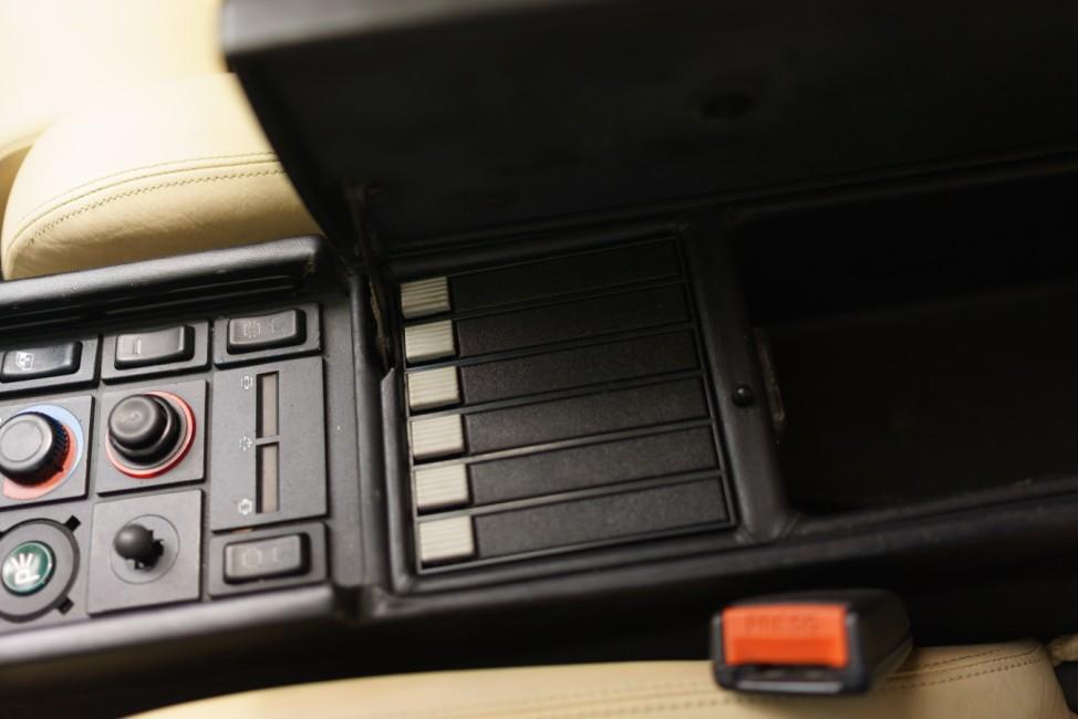 Kassettenfächer im Ferrari Testarossa aus Miami Vice