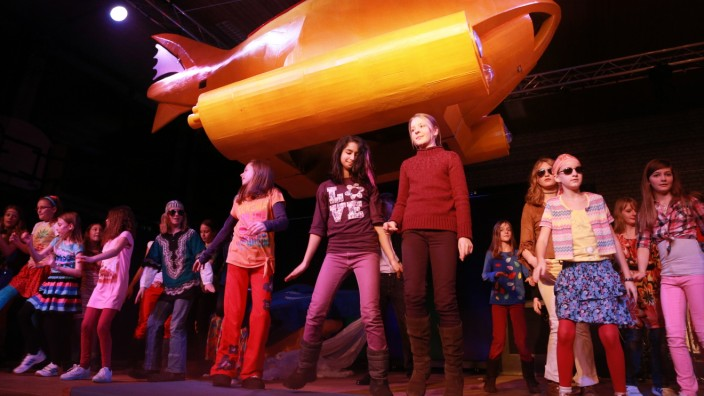 GERMERING: Schultheater 'Yellow Submarine' / Max-Born-Gymnasium