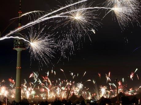 Feuerwerk am Olympiaturm
