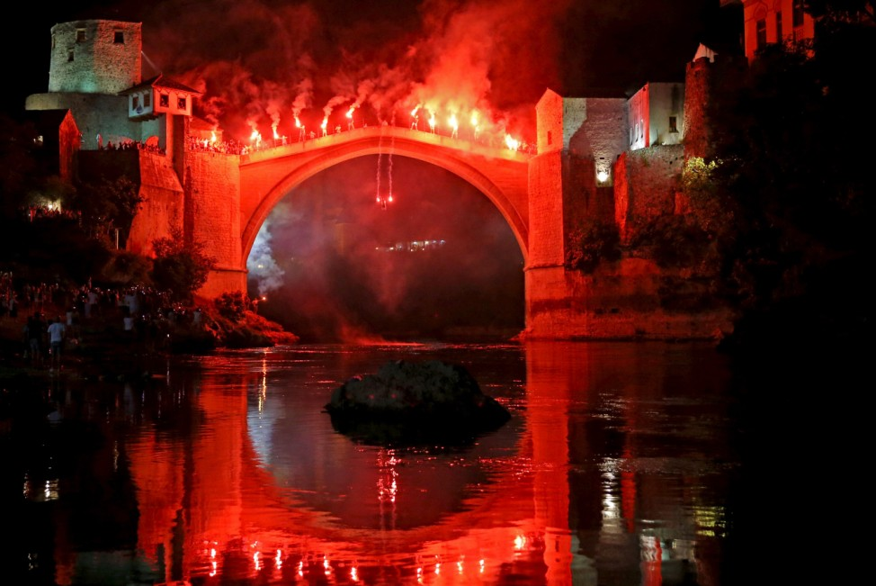 Man jumps from the Old Bridge in Mostar