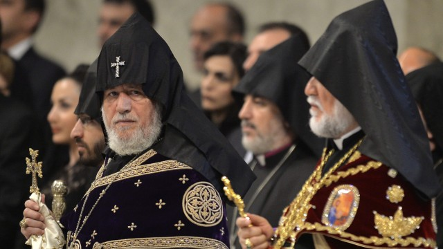 Katholikos Karekin II im Petersdom.