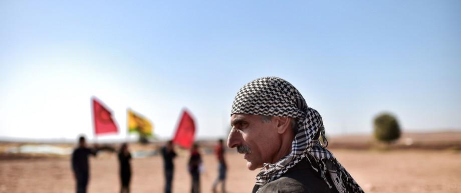 Irak, Syrien, Türkei: Kurdische Kämpfer im türkischen Grenzort Mürşitpınar gegenüber von Kobanê (Archivbild)