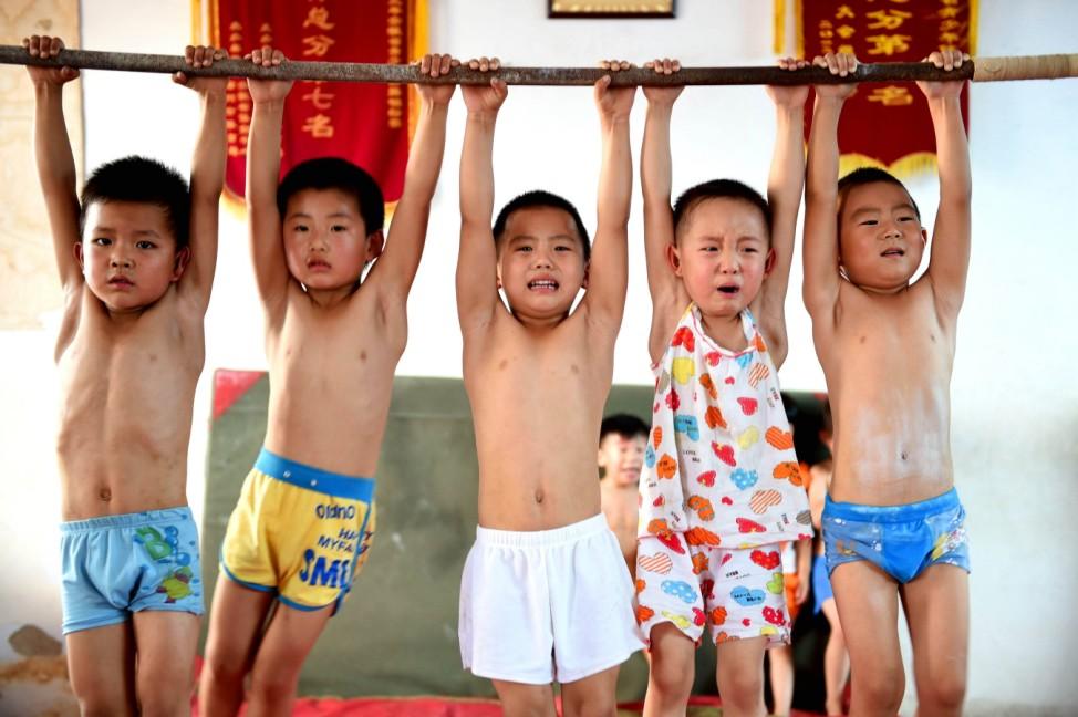 Children Learn Gymnastics In Summer Holiday In Bozhou