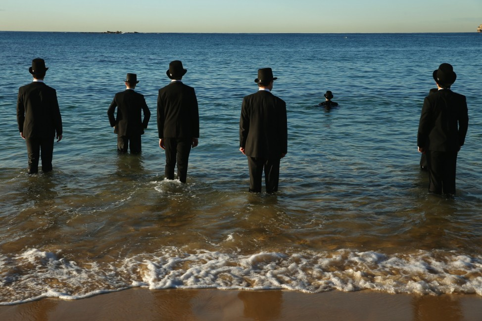 Surrealist Artist Andrew Baines Collaborates With Teenagers For Event At Coogee Beach