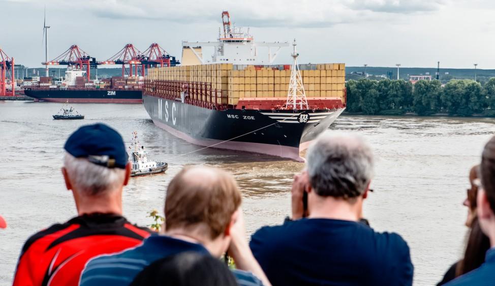 "Weltgrößtes Containerschiff ´MSC Zoe"" in Hamburg"