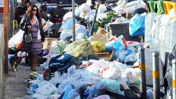 EU court fines Italy 20 million euros for Naples garbage crisis