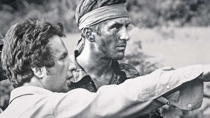 'The Deer Hunter' Director Michael Cimino, Robert De Niro � 1978 Universal Pictures