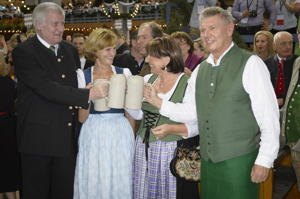 Dieter Reiter beim Anzapfen auf dem Münchner Oktoberfest, 2014