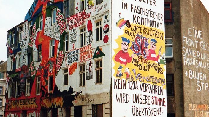 Essay: Die Parolen von einst sind manchmal brandaktuell: Hauswand-Graffiti in der Hamburger Hafenstraße.