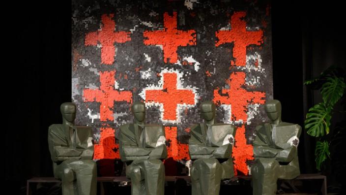 Laibach in Nordkorea: Diese Statuen sollen die Mitglieder von Laibach symbolisieren. Die Band plant einen Gig in Nordkorea.