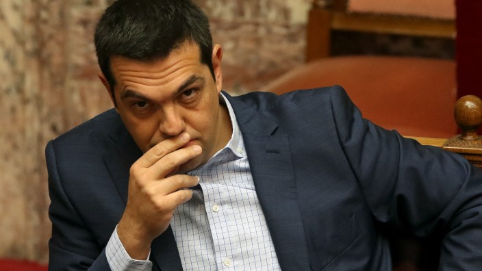 Athen Syriza Alexis Tsipras looks on during the Prime Minister's Questions at parliament in Athens